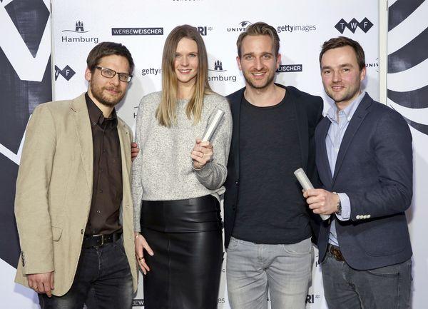 Der traurige Opa brachte ihnen Glück - Die Gewinner des besten Werbefilms beim Deutschen Werbefilmpreis 2016: Christian Möhler, Annika Burchert, Jens Pfau (alle Jung von Matt), Produzent Justin Mundhenke (tempomedia)