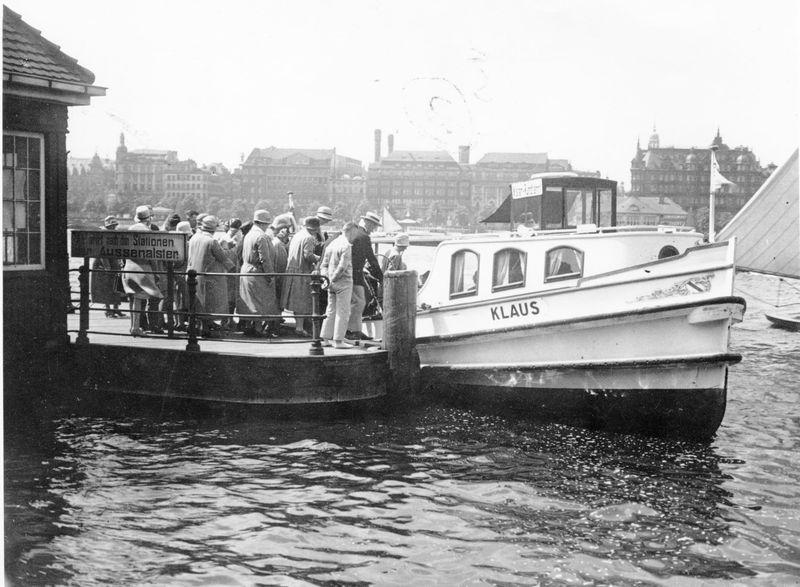 Geschichte und Tradition: Ende der 20erJahre, Abfahrt an der Lombardsbrücke