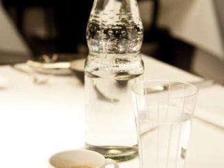Gäste haben ein Recht auf frisches Mineralwasser