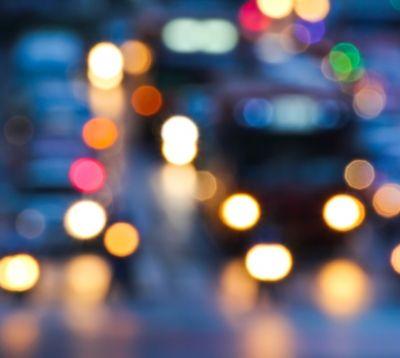 Regen und Dunkelheit erhöhen die Risiken für Verkehrsunfälle beträchtlich