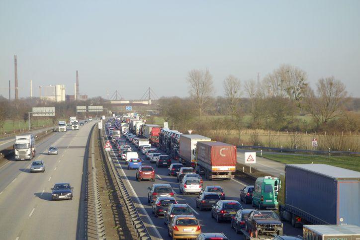 Nicht nur in den Städten, auch auf den Autobahnen schaut es nicht gut aus. Stau auf der A1