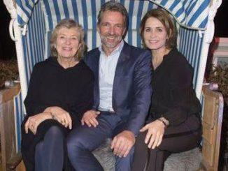 Hoteldirektor Carsten Willenbockel mit Jutta Speidel und Anja Kling 2