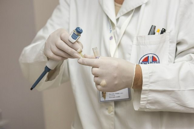 Kompetente medizinische Versorgung zu Hause für alte Menschen