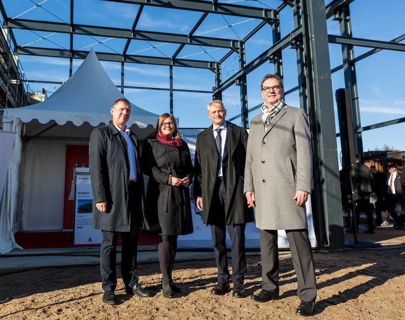 Die Festredner (v.l.n.r.): Prof. Andreas Reuter, Institutsleiter Fraunhofer IWES, Katharina Fegebank, Senatorin für Wissenschaft (Pascal Hancz)