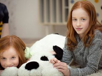 Weihnachtsshopping: So hilft dein Einkauf armen Kindern