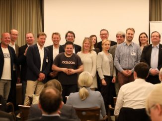 Von links nach rechts: Lars Prigge, Achim Peltz, Andreas Frank, Hans Meuers, Peter Brawand, Andreas Schweizer (vorne), Prof. Dr. Wolfgang Merkle, Doris Packert, Valentina Glubokovskaya, Tina Berns, Frank Laurinat, Ronald Heckl, Jan Hansen, Edith Stier-Thompson, Heiko Holzgräber.