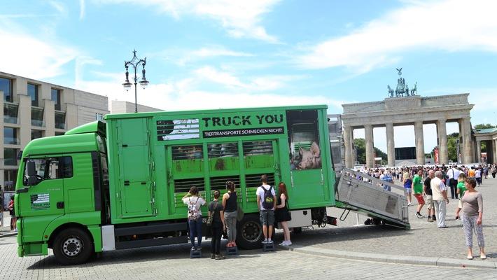 Das Deutsche Tierschutzbüro startete heute vor dem Brandenburger Tor seine aktuelle Kampagne
