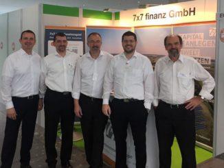 Mit nachhaltigen Geldanlagen präsentiert sich das Team der 7x7finanz GmbH in Hamburg