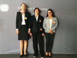 v. li: Dr. Davina Bruhn (Deutsche Juristische Gesellschaft für Tierschutzrecht)
