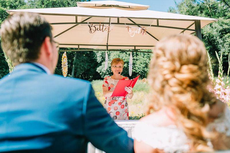 Traureden Hamburg bietet stilvolle Reden für jede Lebensfeier an, egal ob Freie Taufe, Hochzeit, Jubiläum oder Beerdigung
