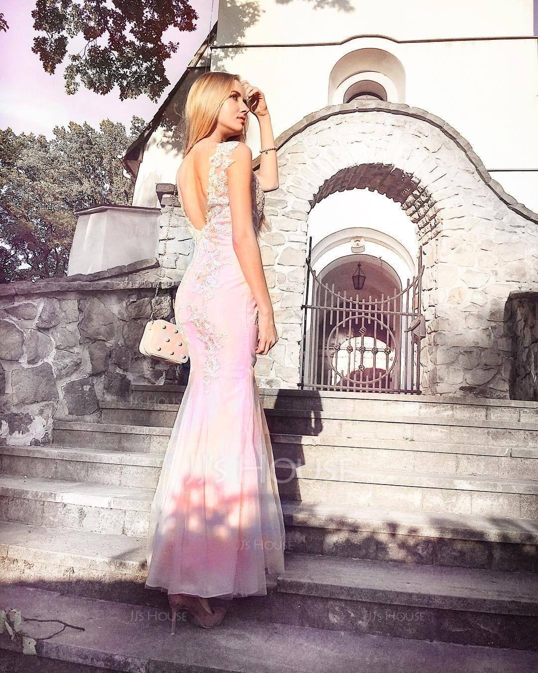 Ein Abendkleid hat Stil und Charme