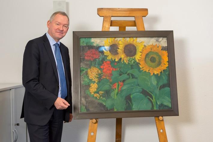 Intendant Lutz Marmor präsentiert das wieder aufgetauchte Nolde Gemälde
