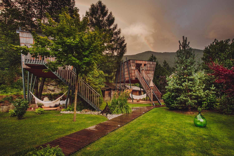 Schlafen in einem fast schon luxuriösen Baumhaus
