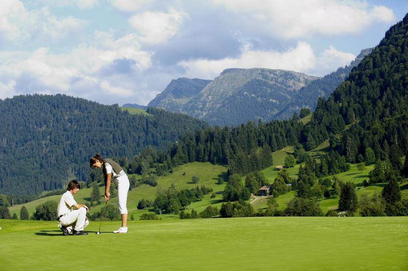 Die Golfwoche im Juni findet nahe des Hotel Allgäu Sonne statt.
