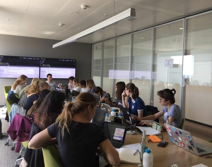 moinworld macht junge Frauen fit für die IT von morgen