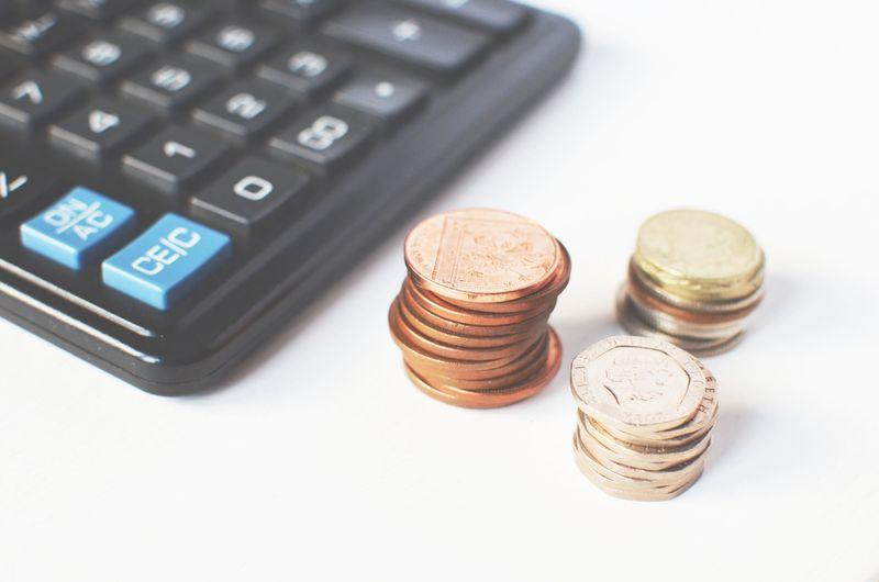 Eine sorgfältige Hochzeitsplanung schliesst die Kalkulation des Budgets ein