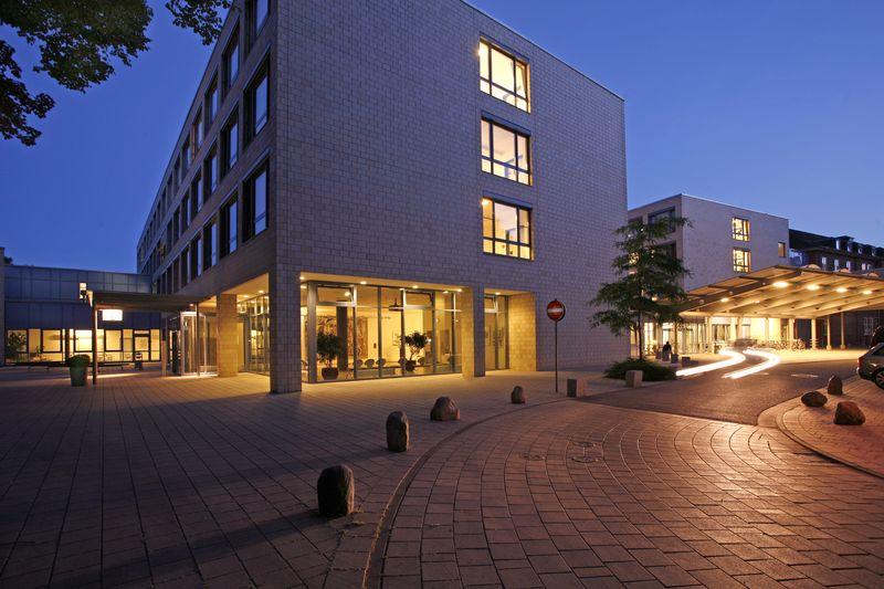 Sieben Fachärzte der Schön Klinik Hamburg Eilbek wurden von Focus Gesundheit als Top-Mediziner Deutschland ausgezeichnet