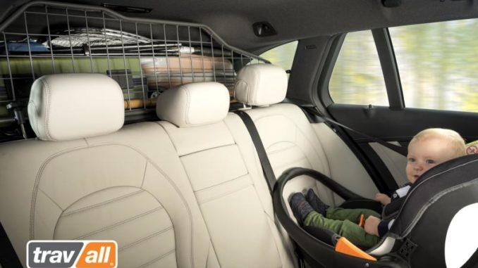 Das Travall Guard Gepäckschutzgitter ist der ideale Begleiter für den Reboarder-Kindersitz