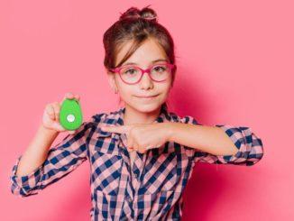 Das schlaue Kinder-Handy amicoo XPLORE verbindet Familien mit nur einem Tastendruck