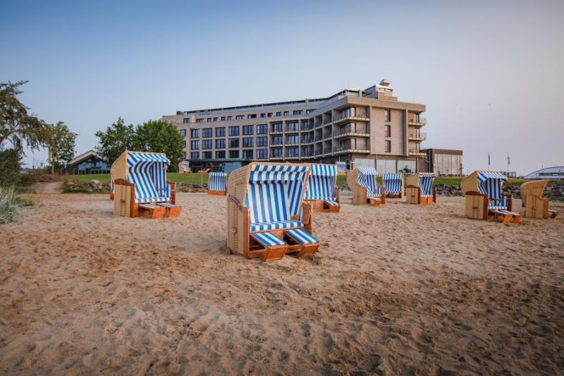 Kleiner Privatstand des Arborea Hotels neben dem Ancora Marina Yachthafen