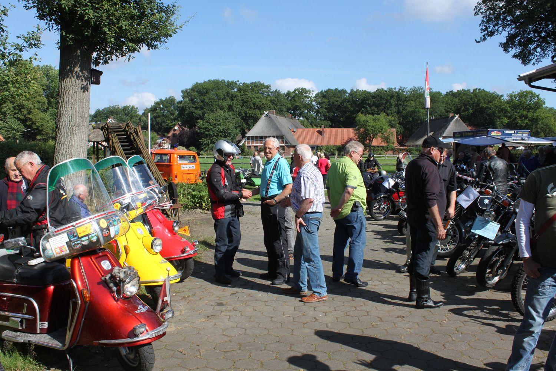 Zweirad-Oldtimer Treffen in Marxen 11.8. - Bild FLMK (002)