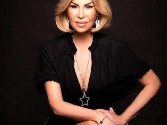 Ricarda M. präsentiert ihre neue Kosmetiklinie Black Deep Secret
