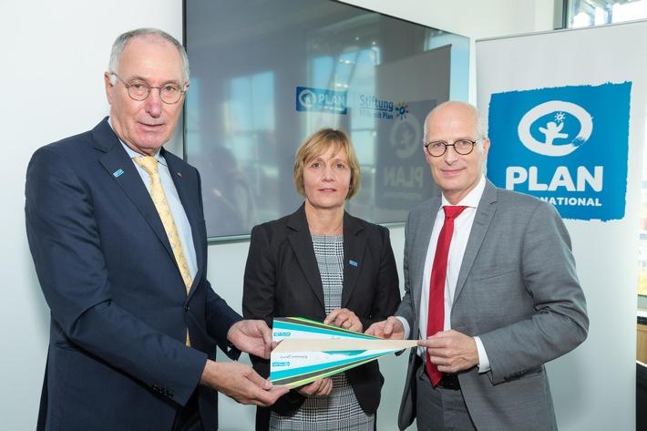 Vorstandsvorsitzender Dr. Werner Bauch von Plan International Deutschland und Geschäftsführerin Maike Röttger
