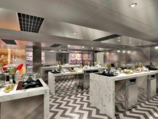 """Acht Kochstationen für insgesamt 18 Passagiere bietet die """"Carnival Kitchen"""" an Bord der Carnival Pa"""
