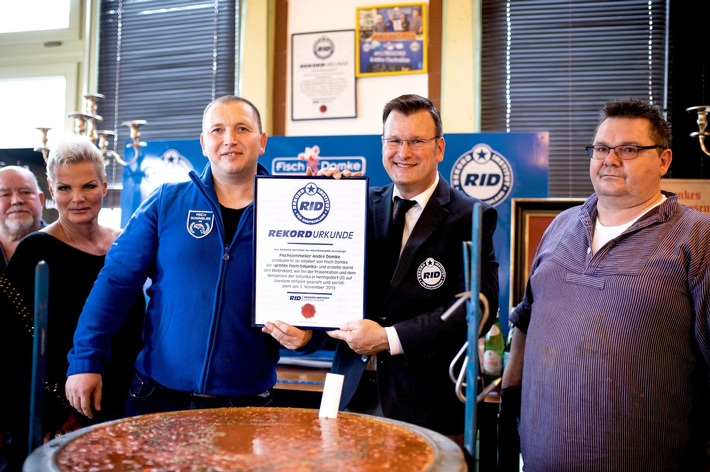 Die neue Bestleistung bestätigte der oberste RID-Rekordrichter Olaf Kuchenbecker noch an Ort und Stelle