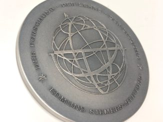 Silbermedaille Kurt-Hartwig-Siemers-Preis mit Armillarsphäre