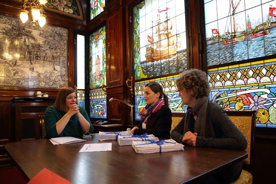 Katharina Fegebank mit Vertretern von ÄgT
