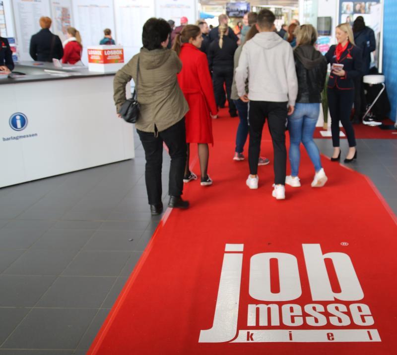 Entlang des roten Teppichs warten unzählige Karrierechancen auf der jobmesse kiel