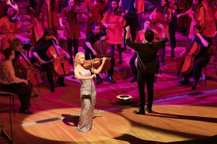 Mari Samuelsen spielt mit dem Baltic Sea Philharmonic und Kristjan Järvi in der Berliner Philharmonic. Foto: Peter Adamik