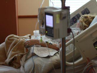 Schon ohne Corona-Patienten akuter Pflegenotstand - Super !