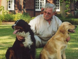 Rüstige Senioren betreuen Heim und Tier während der Urlaubszeit