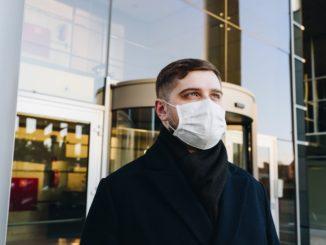 Frühzeitige Empfehlung für Masken hätte Todesfälle verhindert