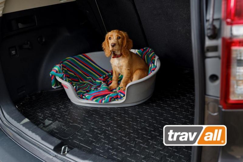 Mit einer fahrzeugspezifischen Kofferraumwanne den Wiederverkaufswert des Autos schützen. © Travall
