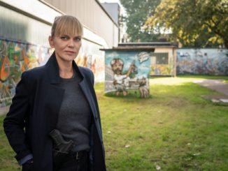 Helen Dorn (Anna Loos)