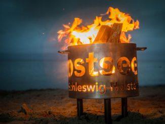 Den Feuerkorb mit Logo gibt es auch für zu Hause