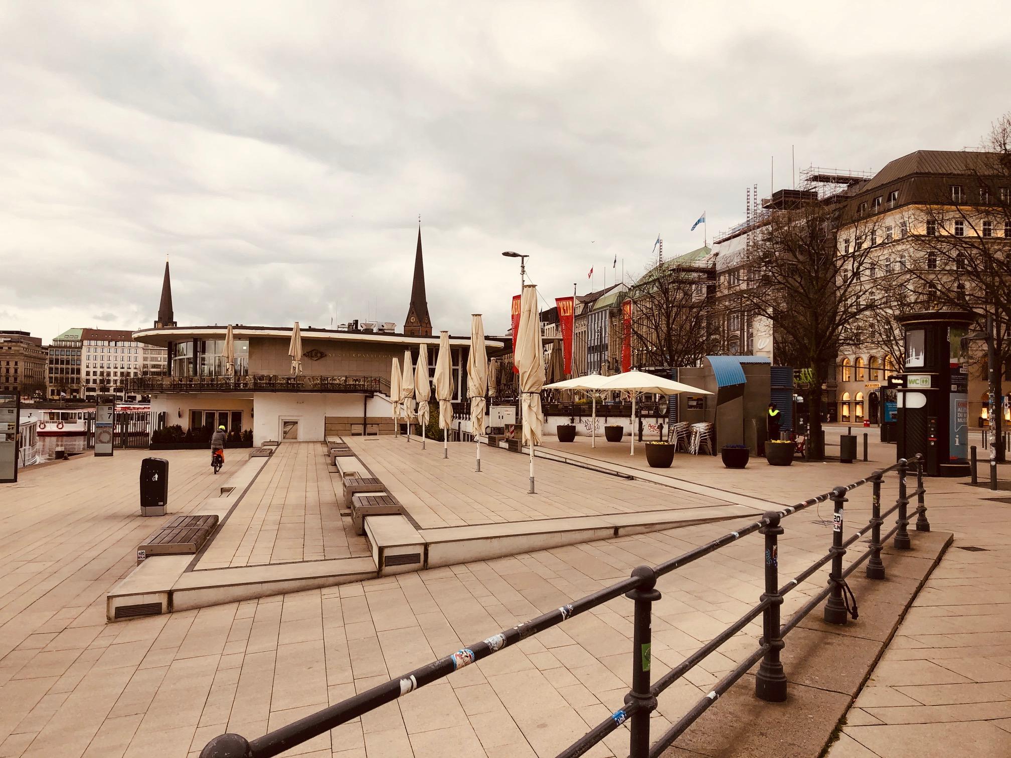 Hamburg neu gestaltete Flaniermeile an der Innen-Alster
