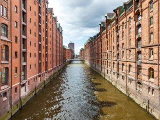 Hamburg ist Reeperbahn, Kultur, Medien und: Backsteine