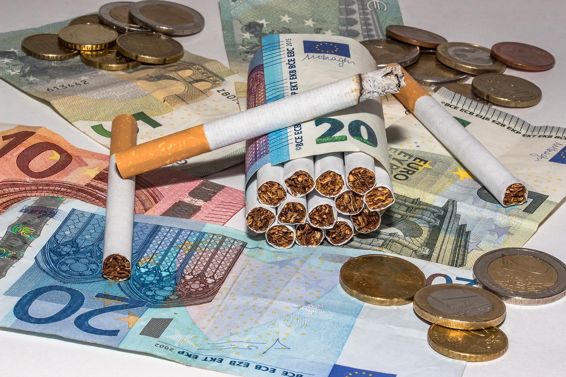 Zigaretten und Geld