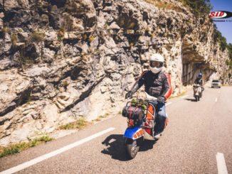 Auf der Vespa unterwegs in der Provence (© SIP Scootershop)