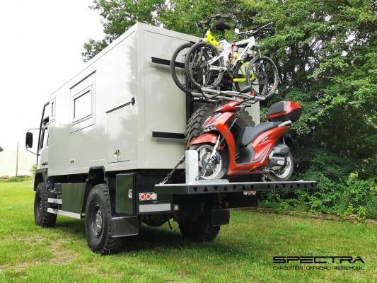 Hydraulischer Hecklift für Zweiräder (© Thomas Bischoff)