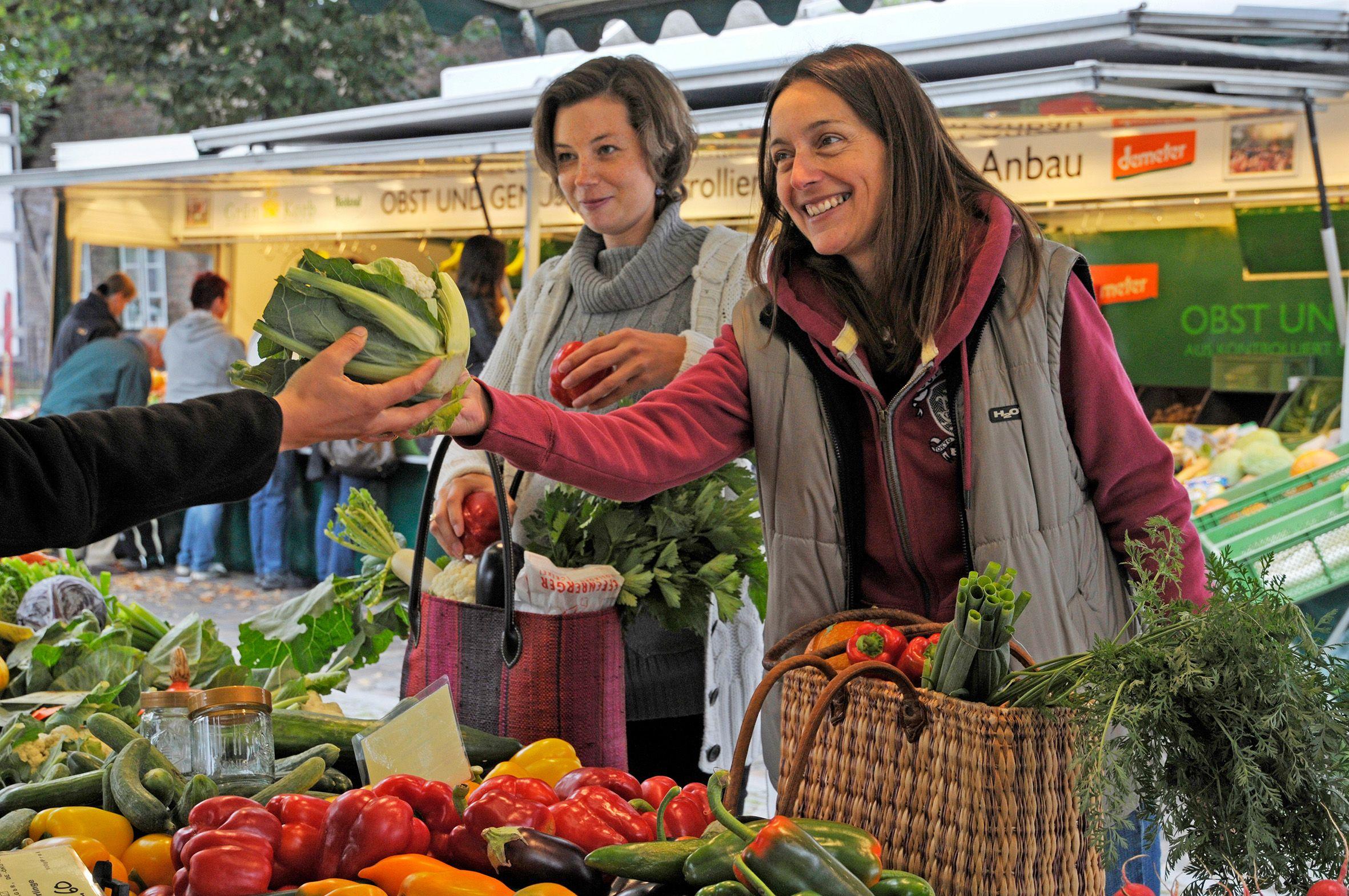 Frisch und gesund auf dem Wochenmarkt einkaufen