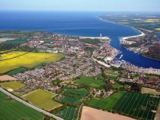 """Bis 2027 realisiert BPD die """"Neue Teutendorfer Siedlung"""" in Lübeck-Travemünde mit rund 500 Wohneinheiten / Foto: Matthias Friedel, www.luftbilder.de"""