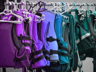 In vielen Warnfarben und personalisiert zu bekommen